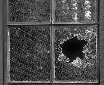 Psicologia sociale scena criminis - La finestra rotta ...